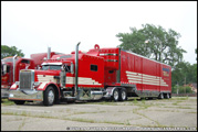 Peterbilt 379 with Enclosed Automobile Trailer - Photo by Duncan Putman