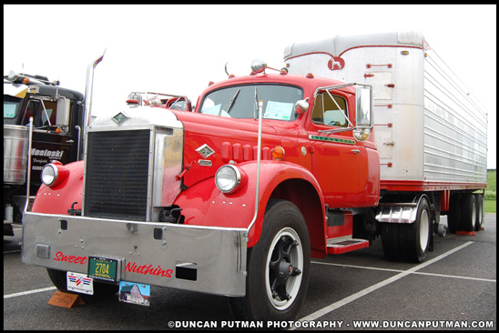 1954 Diamond T FR-921 pulling a 1952 Great Dane Trailer - Photo by Duncan Putman