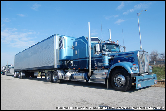 Kenworth W900A and Stainless Steel Spread-Axle Reefer Trailer - Photo by Duncan Putman