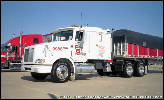 1999 International 9400 and Reitnouer Covered Wagon - Photo by Mark Harter
