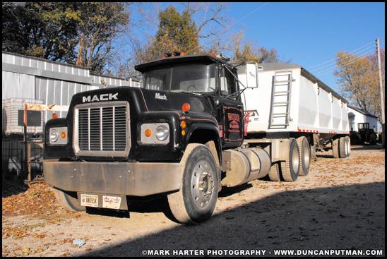 Wathen Farms 1981 Mack R-Model - Photo by Mark Harter