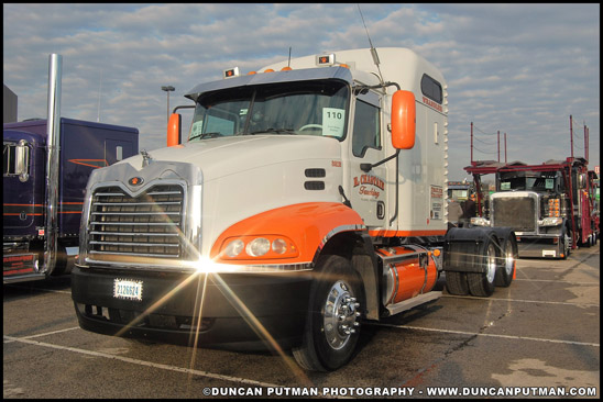 2005 Mack CXN613 Vision - Photo by Duncan Putman