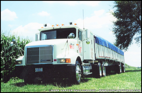 1996 International 9400 and 45-foot Reitnouer spread-axle covered wagon - Photo by Mark Harter