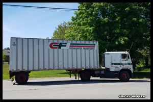 1993 Freightliner FLA and Road Systems Trailer