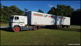 1993 Freightliner FLA with Road Systems Doubles