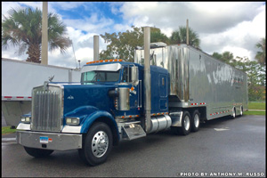 Anthony Russo's 1995 Kenworth W900L pulling the Speedsport Tuning race trailer